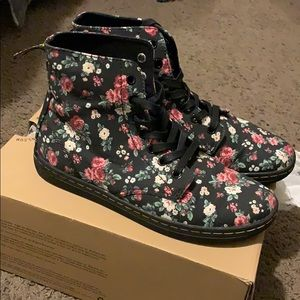 Flowered pattern dr. martens